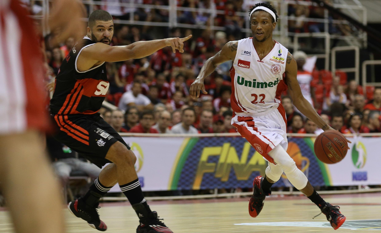 Holloway foi o cestinha do Paulistano na Final do NBB 2013/2014, com 15 pontos (Luiz Pires/LNB)