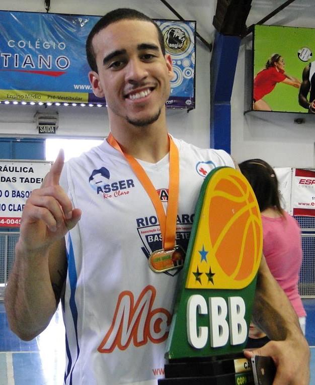 Em sua primeira passagem pelo Rio Claro, Brown foi o protagonista do título da Copa Sudeste (Divulgação)