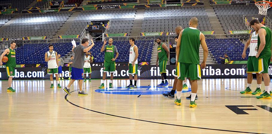 Seleção Brasileira treinando no Palácio de los Deportes, em Granada, palco das partidas do Grupo A (Divulgação/CBB)