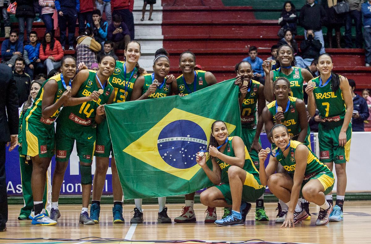 Seleção Brasileira não sabe o que é perder um jogo no Sul-Americano há 15 edições e levantou mais um troféu na edição 2014 (Samuel Vélez/FIBA Américas)