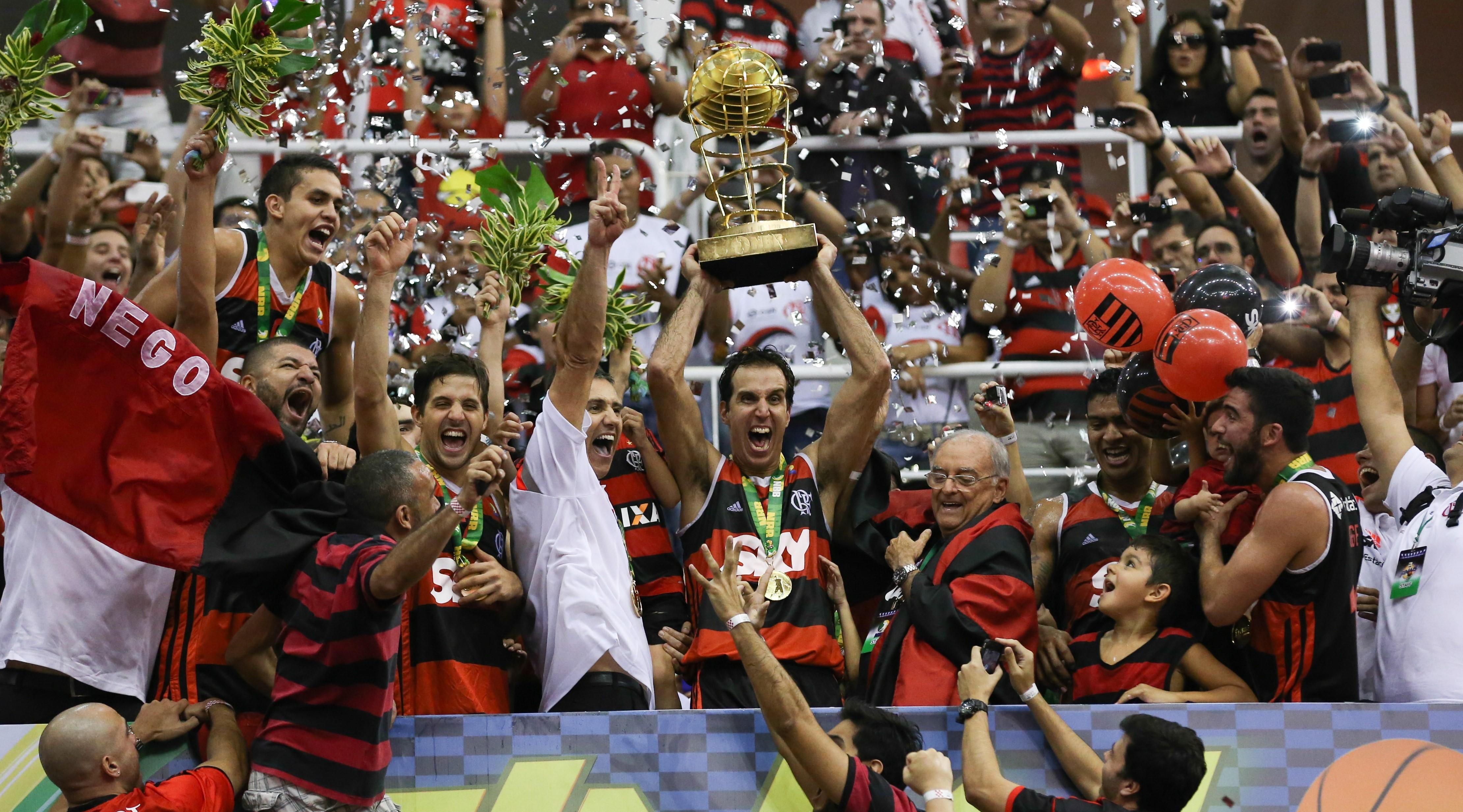 Agora, para levantar o troféu de campeão do NBB equipe precisará vencer dois jogos no playoffs decisivo (Luiz Pires/LNB)