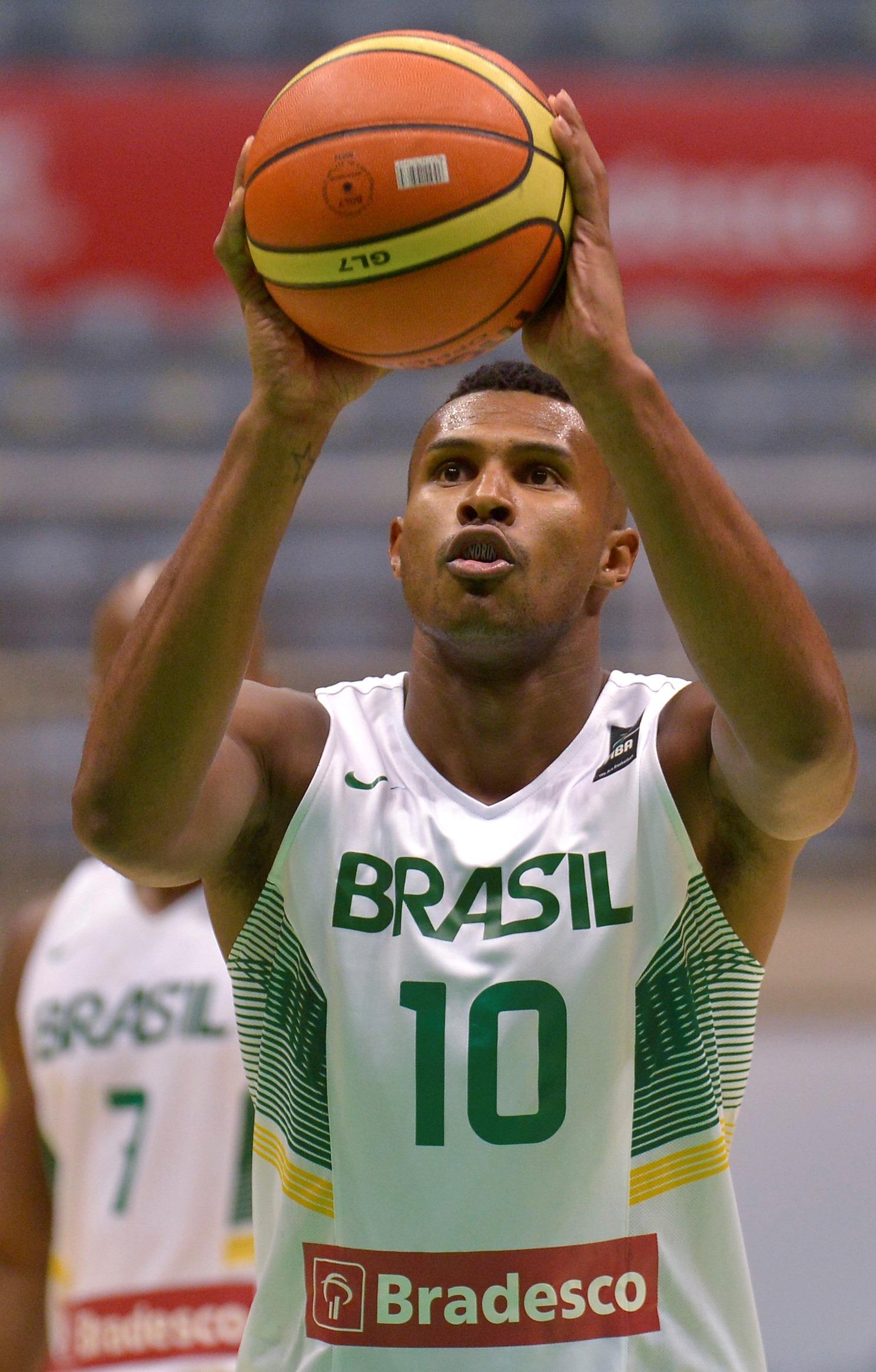 Hoje na Seleção e na NBA, Leandrinho foi outro a debutar como profissional pelo Palmeiras (Gaspar Nobrega/Inovafoto)