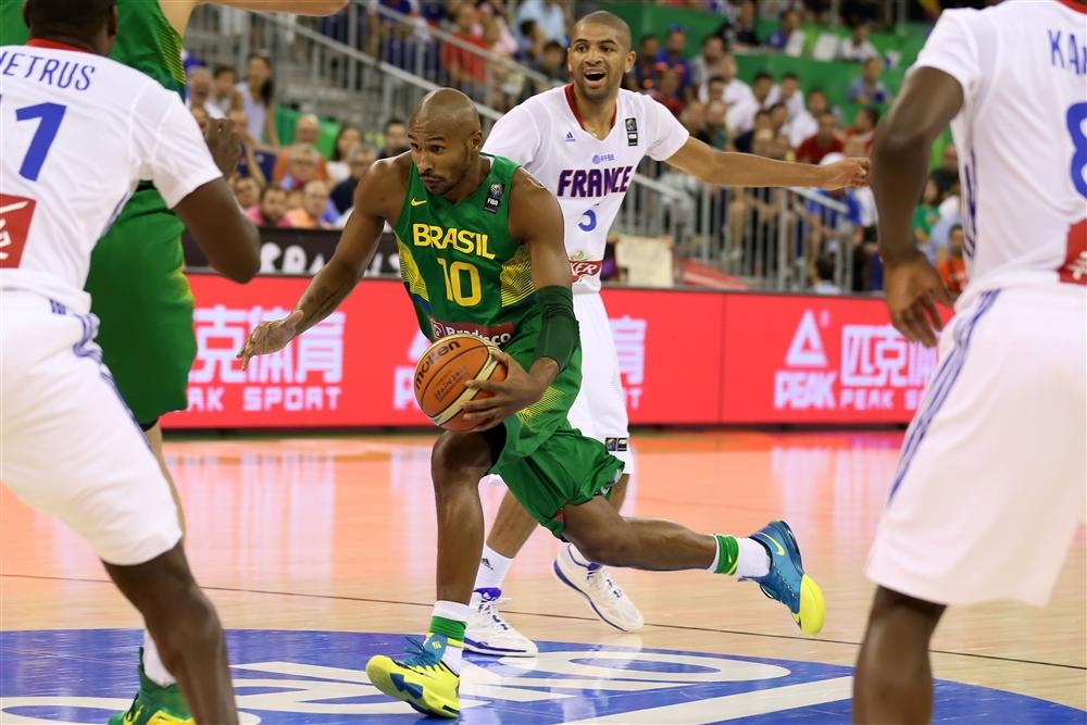 Seleção Brasileira controlou a partida a partir do 2º quarto e estreou no Mundial com vitória (Divulgação/FIBA)