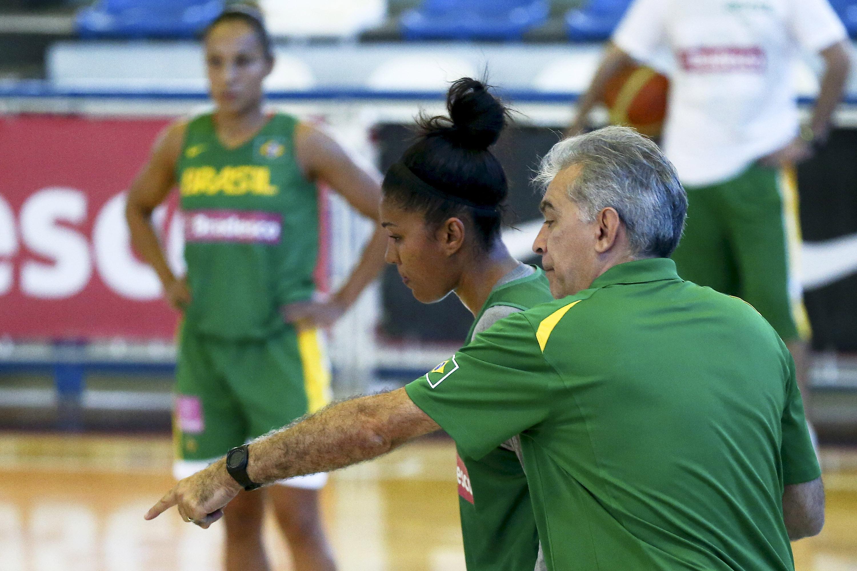 Técnico Luiz Augusto Zanon com Damiris Dantas, um dos principais nomes da Seleção Feminina