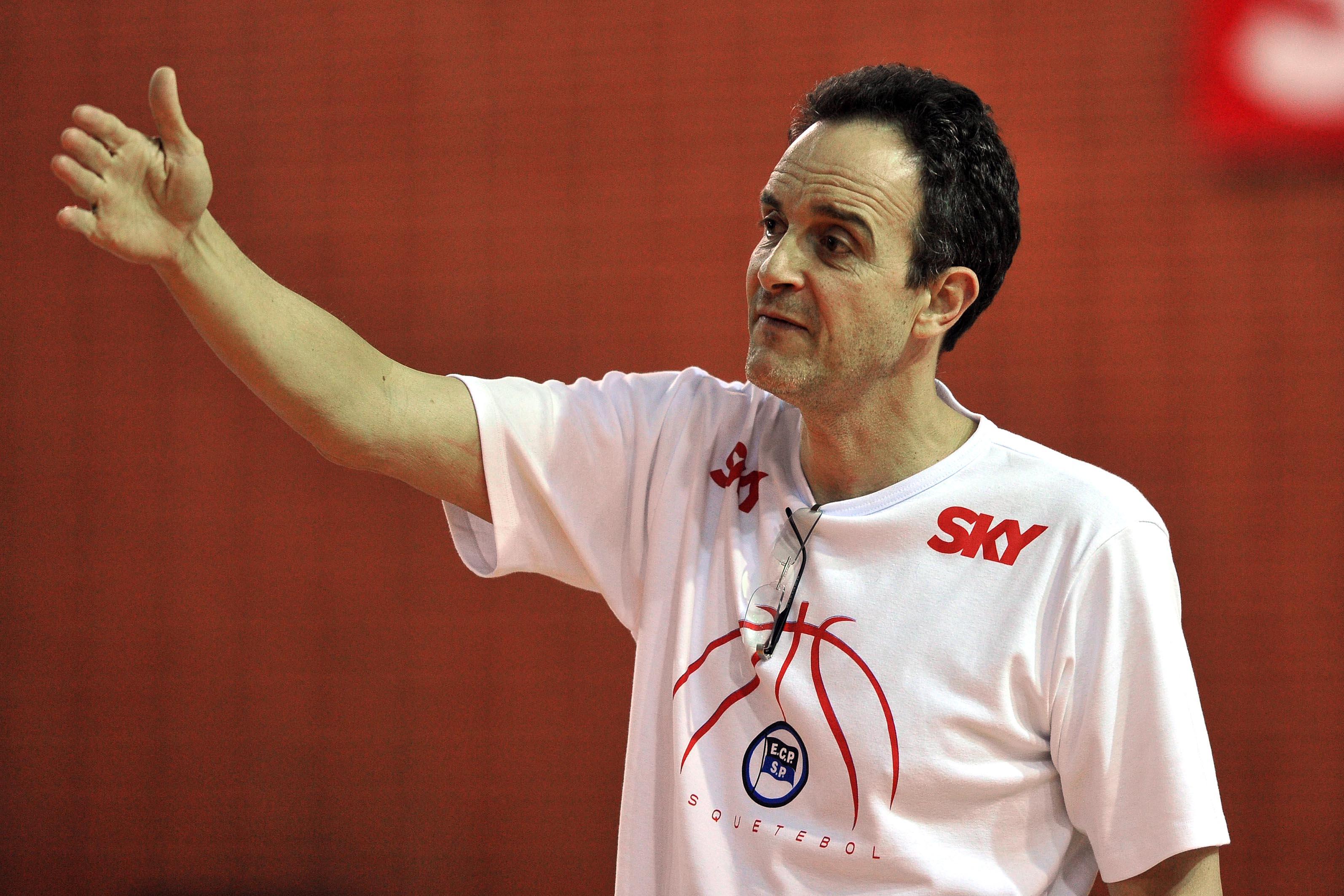 Equipe do técnico Marcel de Souza conquistou seu segundo triunfo no NBB 7 (Ricardo Bufolin/ECP)