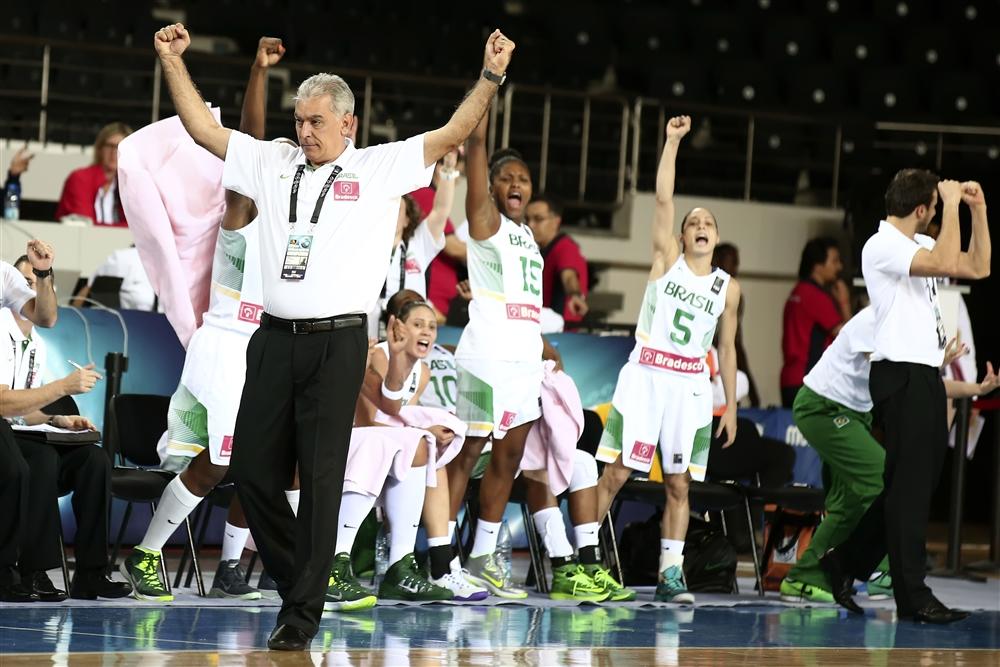 """Em jogo de """"vida ou morte"""", Brasil garante vaga nas quartas de final do Campeonato Mundial de Basquete Feminino da Turquia (FIBA)"""