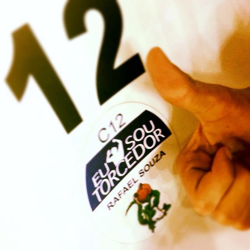 Rafael exibe sua credencial de sócio-torcedor no Bauru (Foto: Facebook do Rafael Souza)
