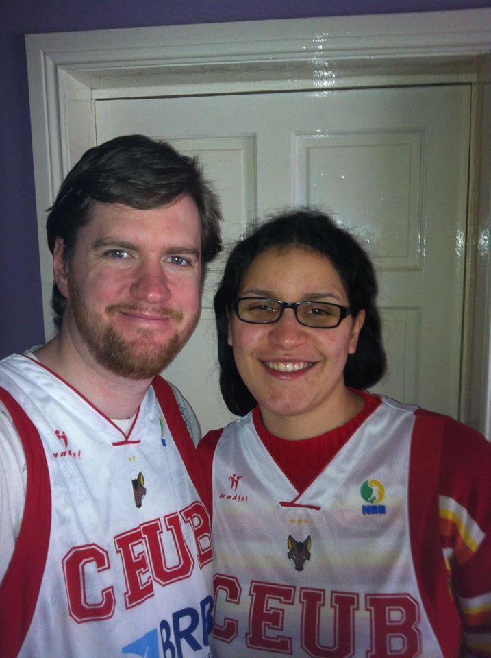 Peter Boylan e sua namorada prontos para mais um jogo do Brasília (Foto: Facebook da Romannessa Sanches)