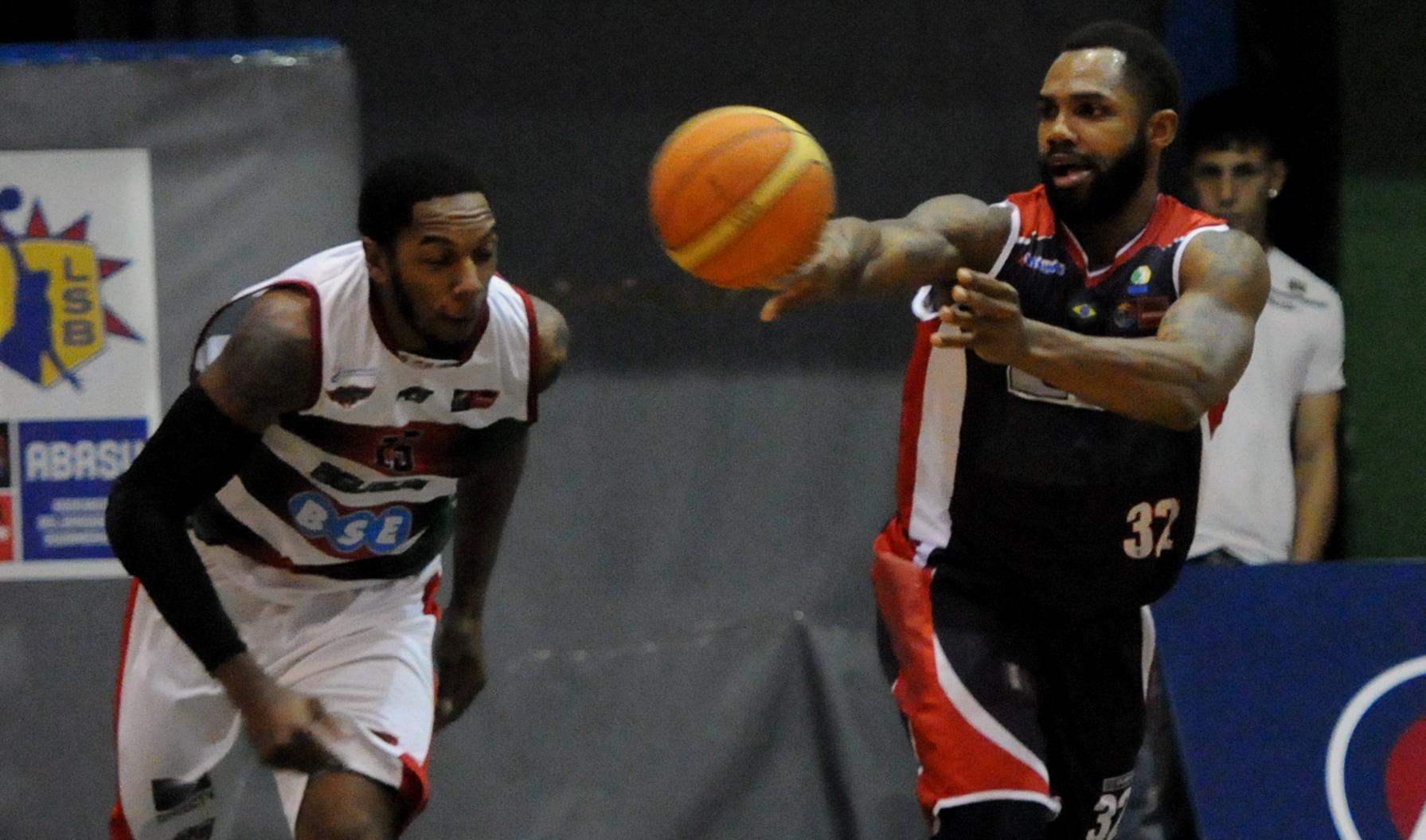 Mesmo com derrota para o Aguada, Limeira confirmou a liderança do Grupo C e garantiu vaga na próxima fase (Marcelo Figueras/FIBA Americas)