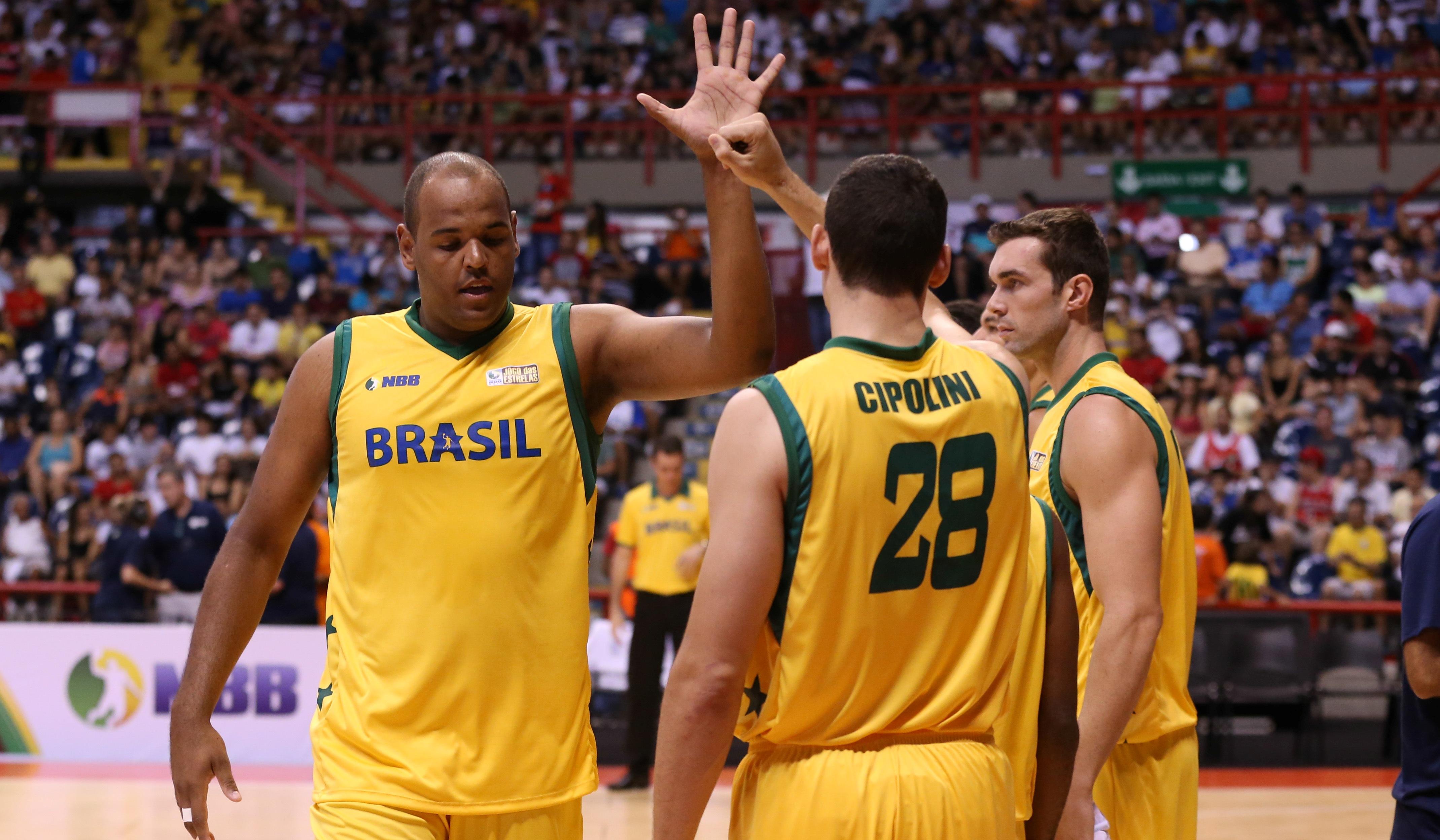 Paulão, Cipolini e Murilo são alguns dos atletas que largaram suas carreiras na Europa para jogarem o NBB (Luiz Pires/LNB)