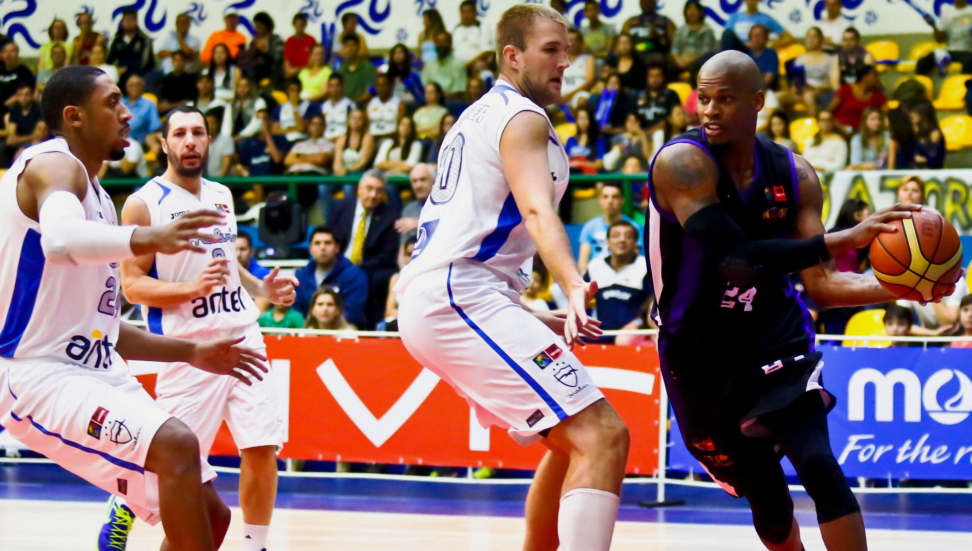 Mogi, do ala Shamell, não teve uma boa atuação e conheceu sua 1ª derrota na competição (FIBA Américas/Divulgação)