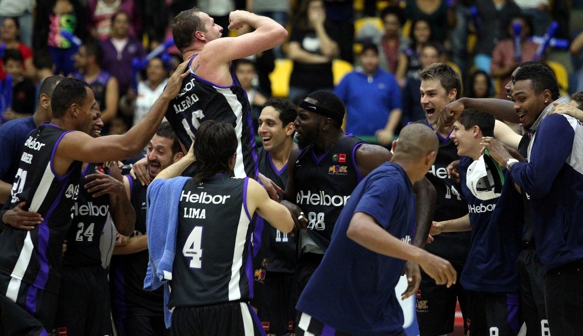 Na primeira competição internacional de seu novo projeto, Mogi garantiu presença nos quadrangulares semifinais da Sul-Americana (Divulgação/FIBA Américas)
