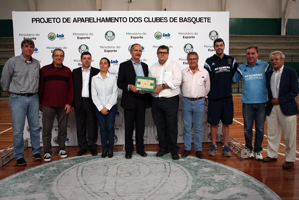 Entrega de piso Palmeiras