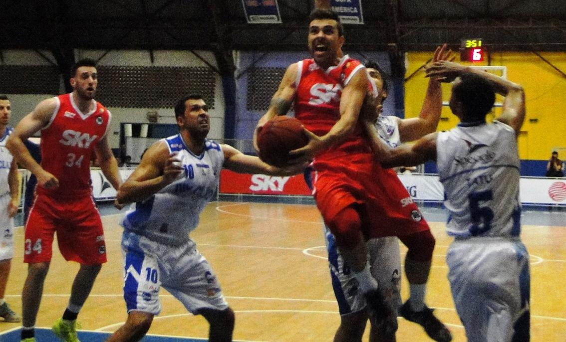 Paulinho foi um dos destaques da vitória pinheirense fora de casa (Ricardo Prado/Divulgação)