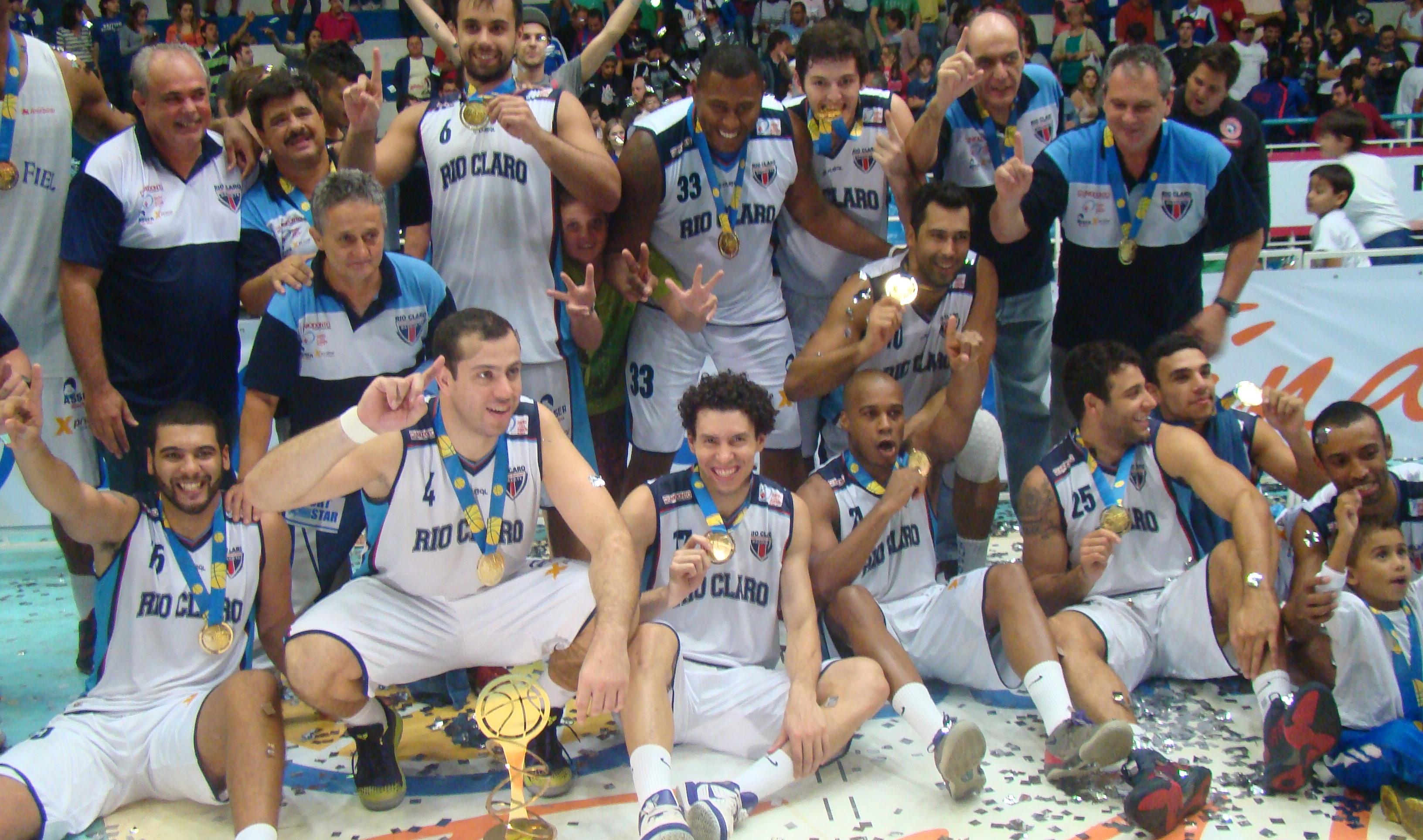 Dono do título da 1ª edição da Liga Ouro, Rio Claro disputa agora o NBB; campeão seguirá com vaga na elite do basquete nacional (Divulgação/LNB)
