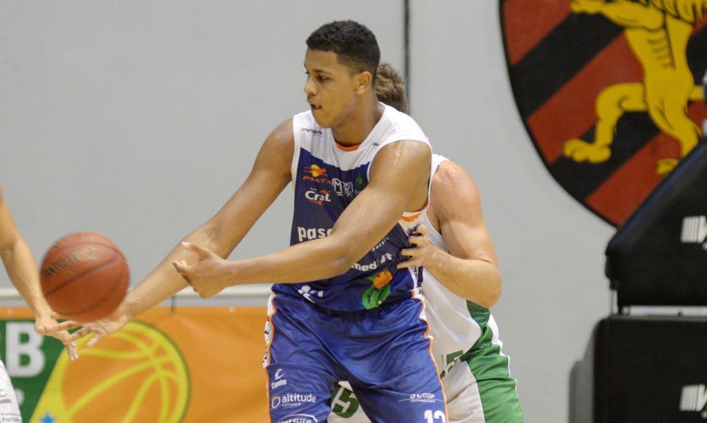 Wesley Sena foi o destaque do Bauru com um duplo-duplo (Fernando Da Hora/LNB)