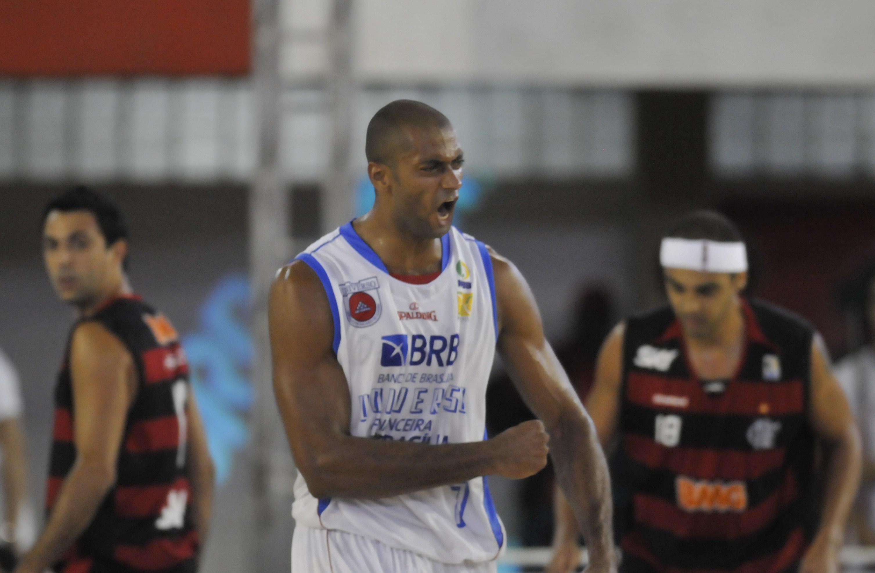 Pivô do Rio Claro, Estevam foi campeão do NBB 2 com o Brasília (Cadu Gomes/LNB)