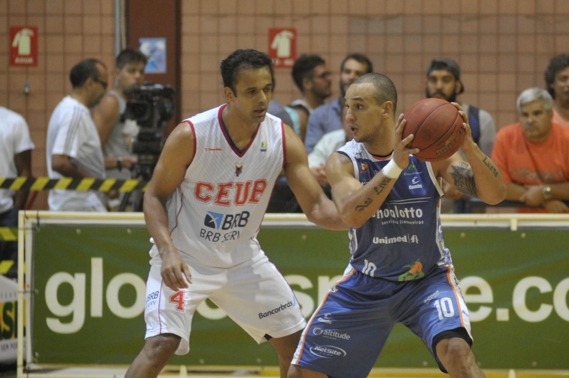 Alex Garcia, do Bauru, e Arthur, do Brasília