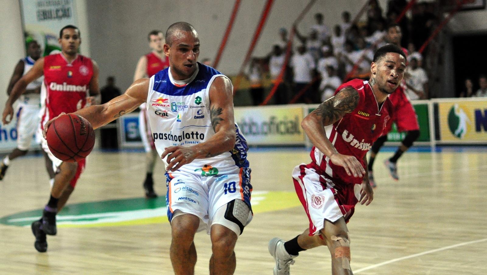 No primeiro turno, Alex teve estreia de gala, anotou 28 pontos e o Bauru venceu o Paulistano no Panela de Pressão (Henrique Costa/Bauru Basket)