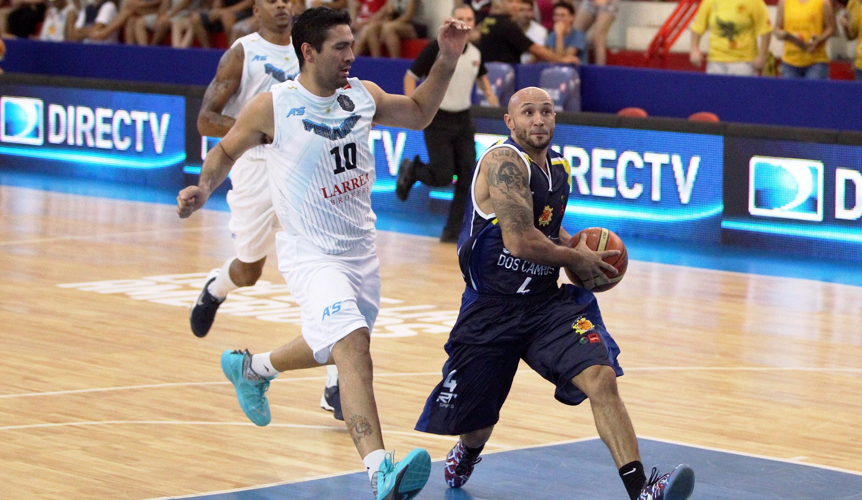 Laws teve grande desempenho, mas Gutierrez foi decisivo e levou o Peñarol à vitória (Gaspar Nóbrega/FIBA Americas)