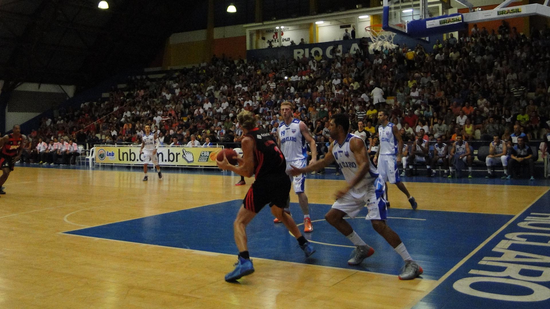 Herrmann foi um dos seis atletas do Flamengo que anotaram mais de 10 pontos (Ricardo Prado/Divulgação)
