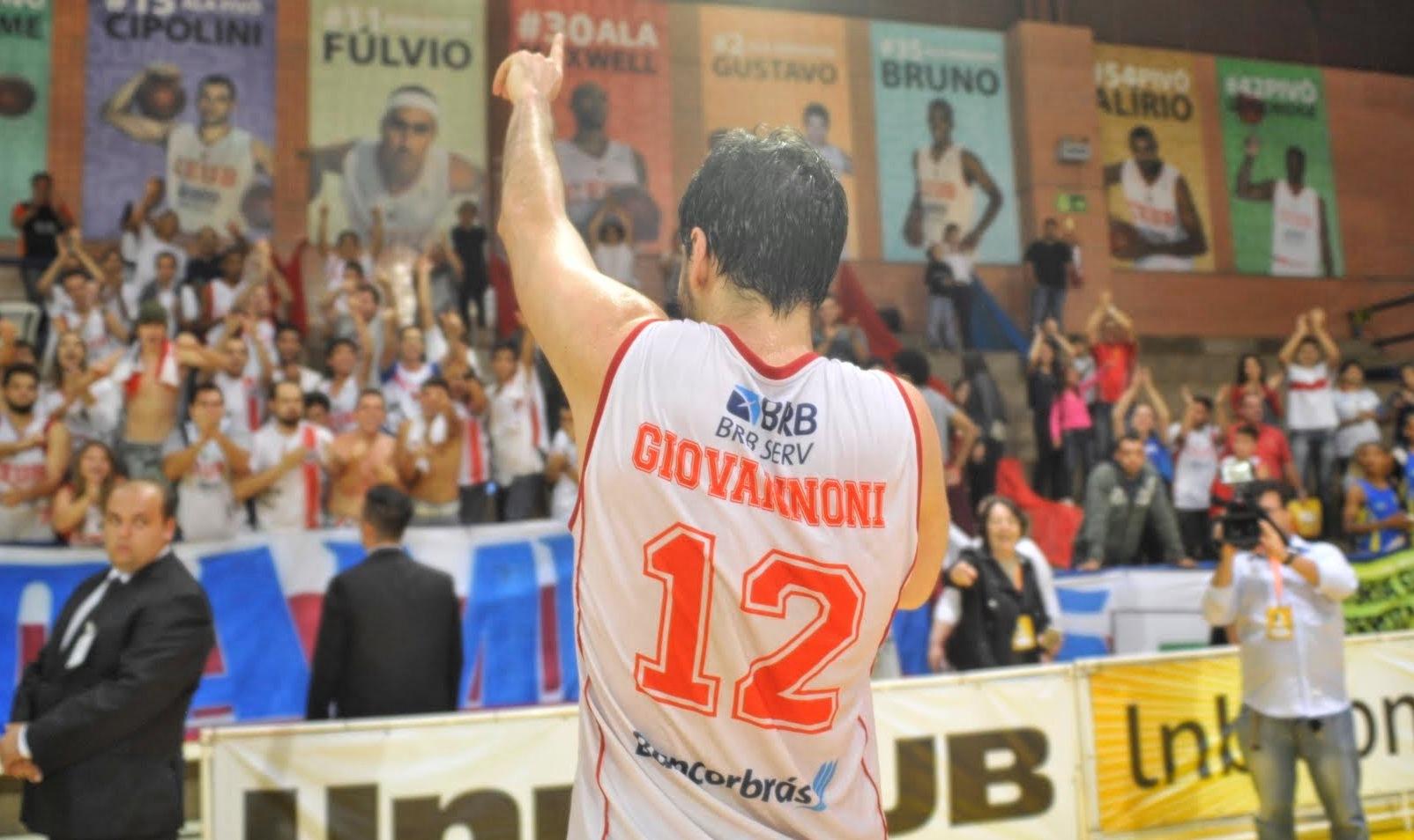 Ídolo da torcida, Giovannoni seguirá vestindo a camisa do Brasília na próxima temporada (Brito Junior/Divulgação)