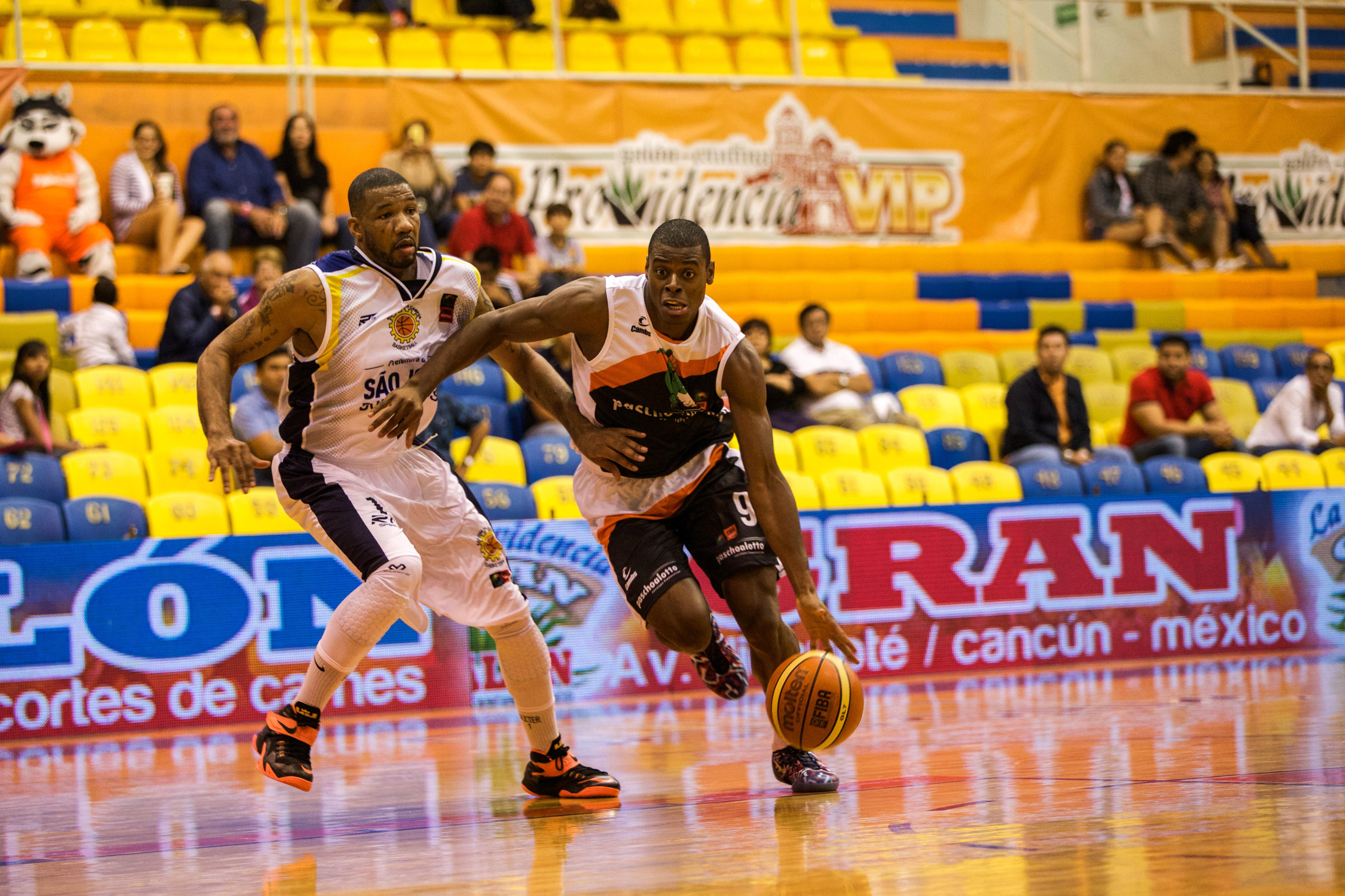 Bauru, de Gui Deodato, está praticamente dentro do Final Four da Liga das Américas (Caio Casagrande/Bauru Basket)