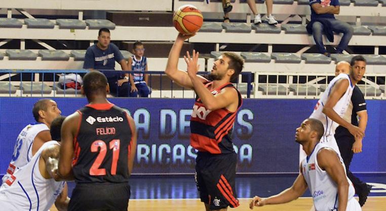 O armador Laprovittola foi um dos destaques do Flamengo na vitória sobre os venezuelanos (Divulgação/FIBA Americas)