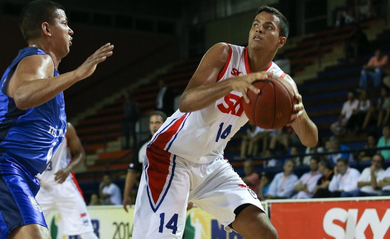 Recordista da LDB, Lucas Dias será o mais jovem participante do Torneio dos 3 Pontos (Ricardo Bufolin/ECP)