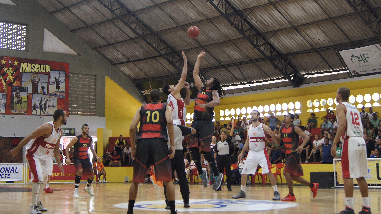 Precisando de uma vitória para garantir vaga na final, líder Sport vai a Região Sul enfrentar o vice-líder Caxias (Cléber Faustino/Divulgação)