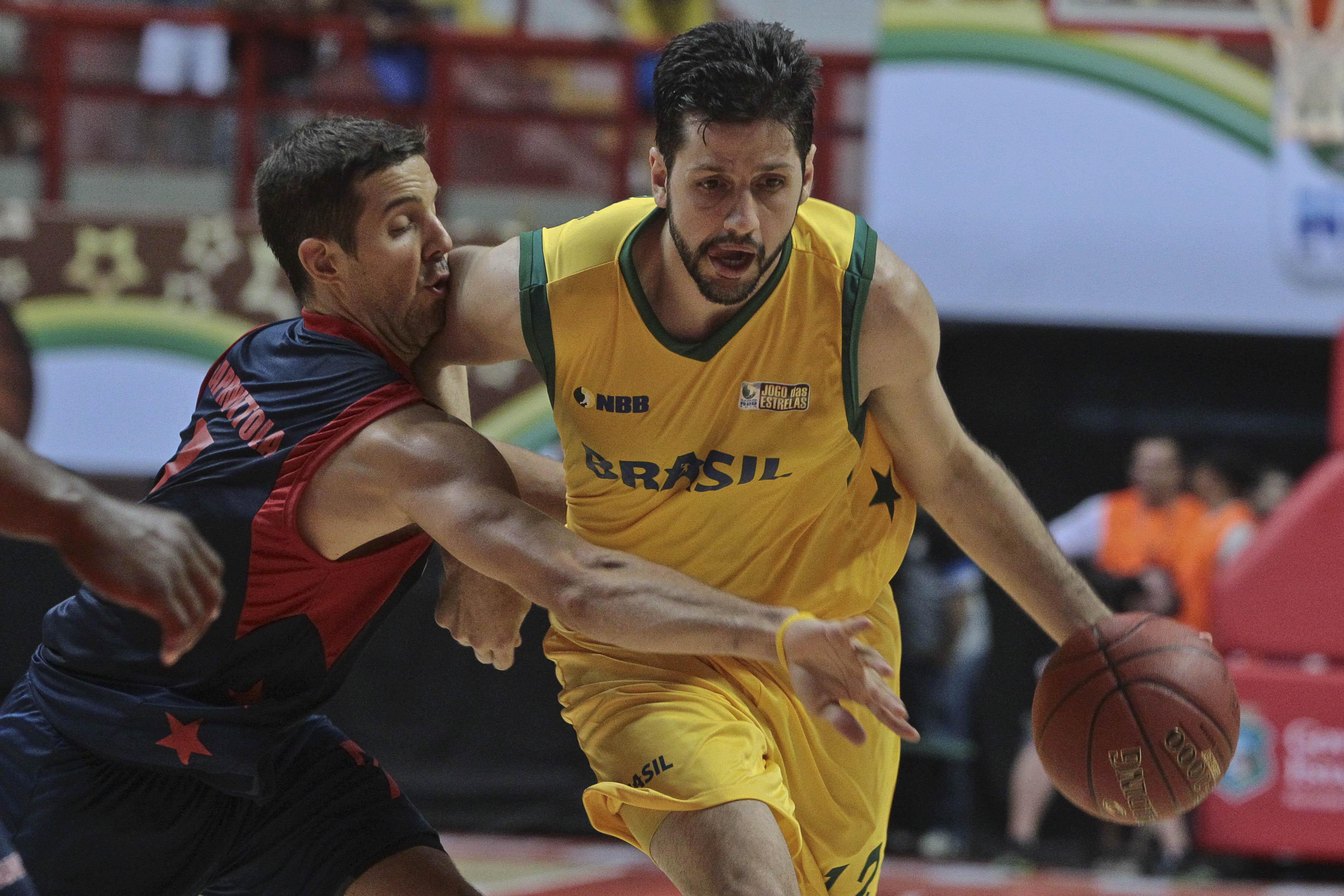 NBB Brasil, de Guilherme Giovannoni, tem vantagem de 3 a 1 contra o NBB Mundo (Luiz Pires/LNB)