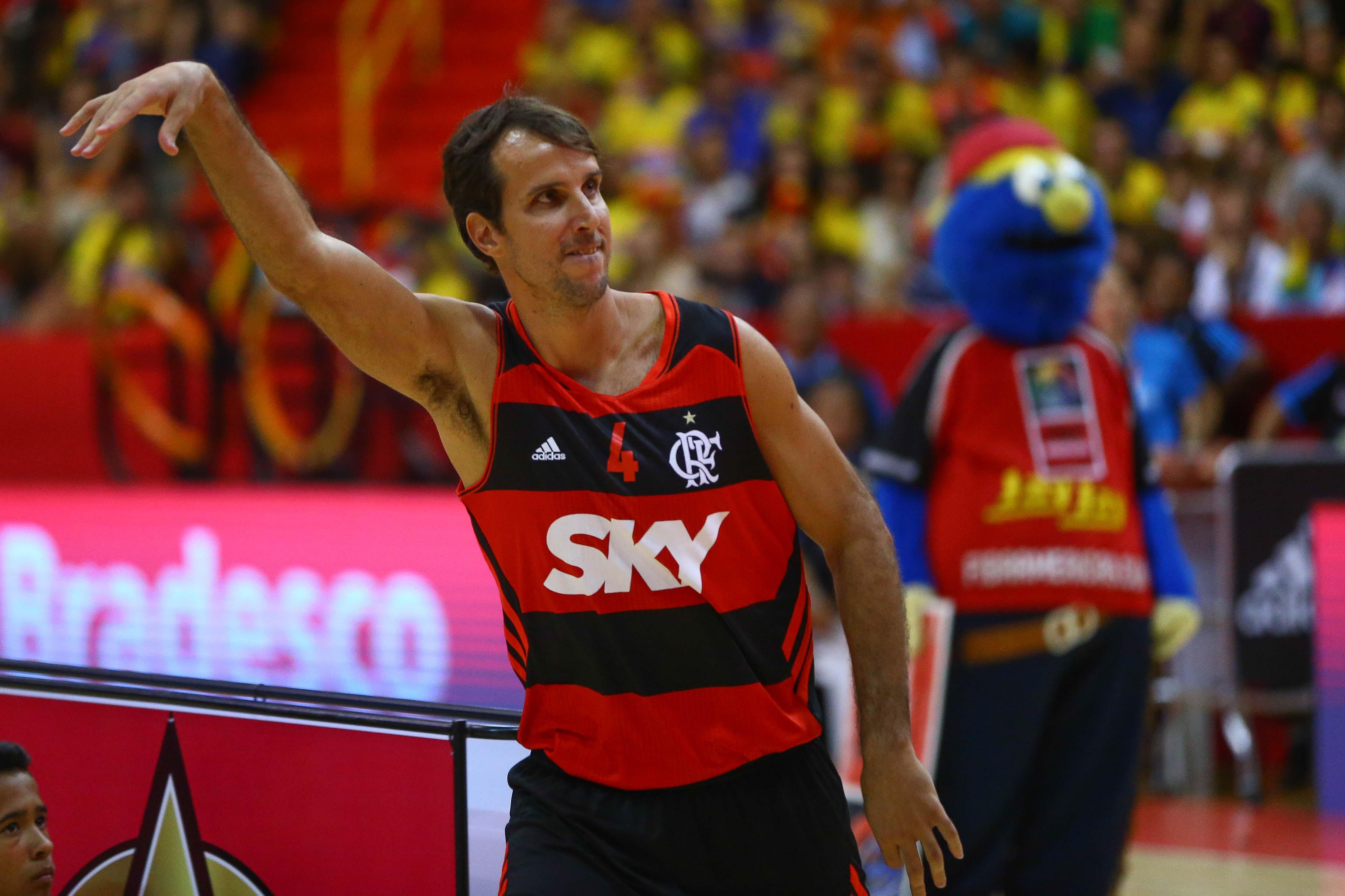 Mais uma vez com desempenho fantástico, Marcelinho Machado venceu o Torneio de 3 pontos pelo segundo ano seguido (Fotojump/LNB)