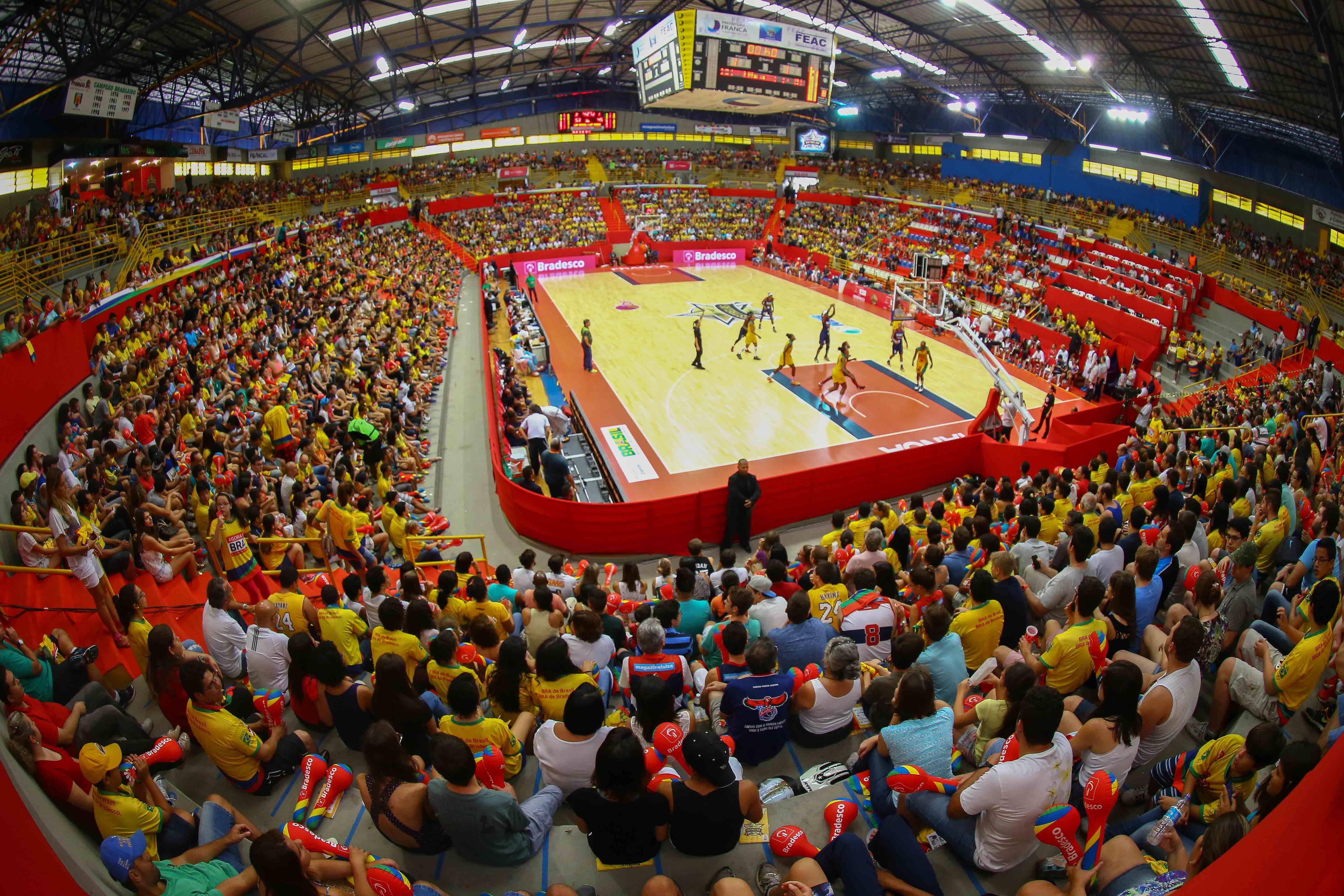 O Jogo das Estrelas feminino contou com lotação máxima do Ginásio Pedrocão (Fotojump/LNB)