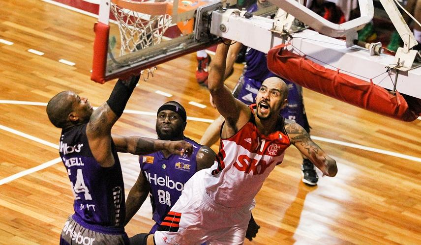 Marquinhos, do Flamengo, e Shamell, do Mogi