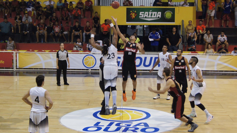 Liga Ouro 2015 dará a seu campeão o direito de disputar a próxima temporada do NBB (Cleber Faustino/Divulgação)