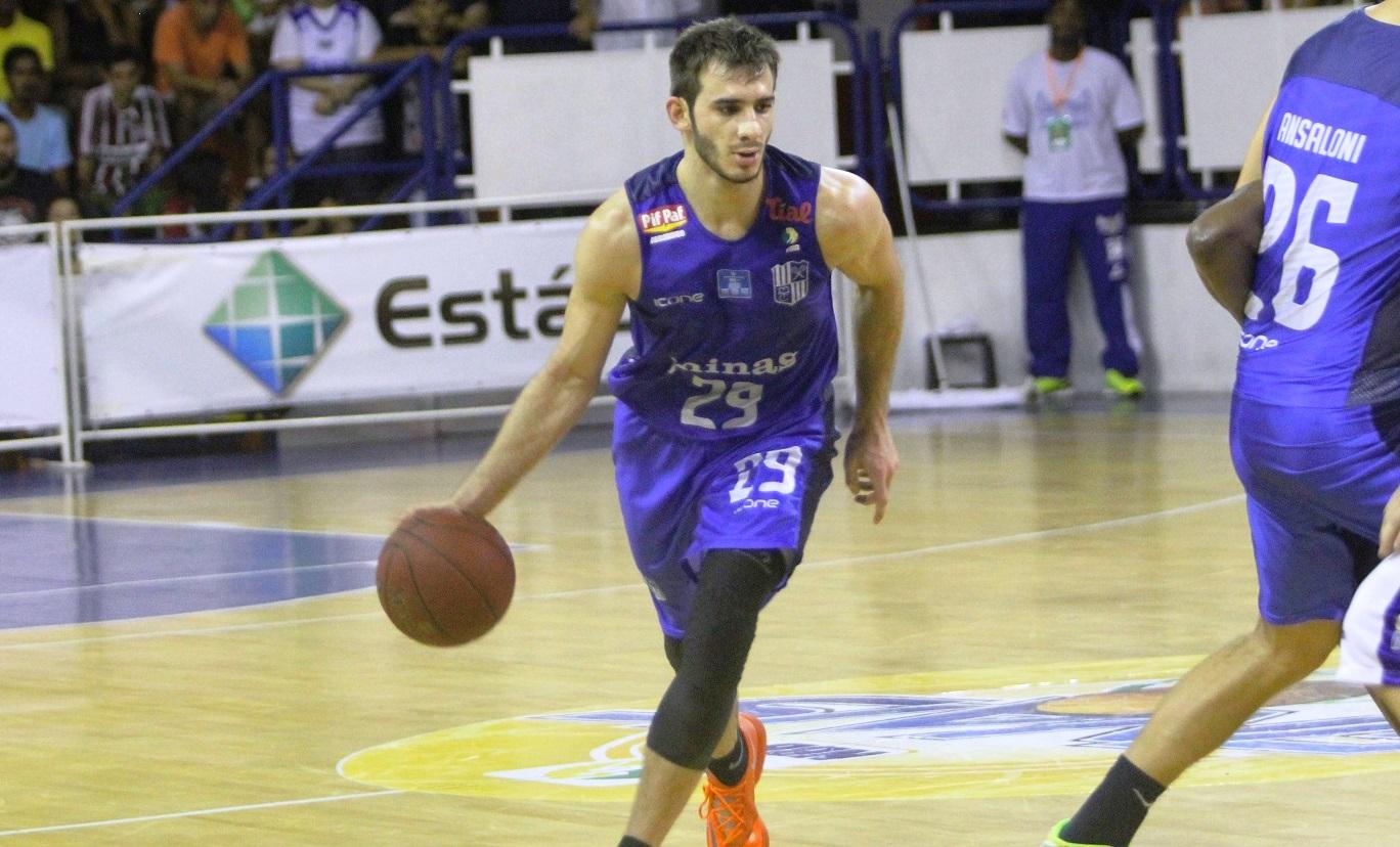 Danilo Siqueira viveu seu grande momento na temporada durante as oitavas de final do NBB 7 (Raphael Bózeo/Macaé Basquete)