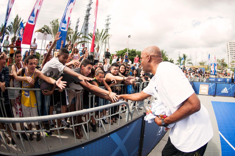 Ron Harper interage com os fãs (Armando Paiva/Divulgação)
