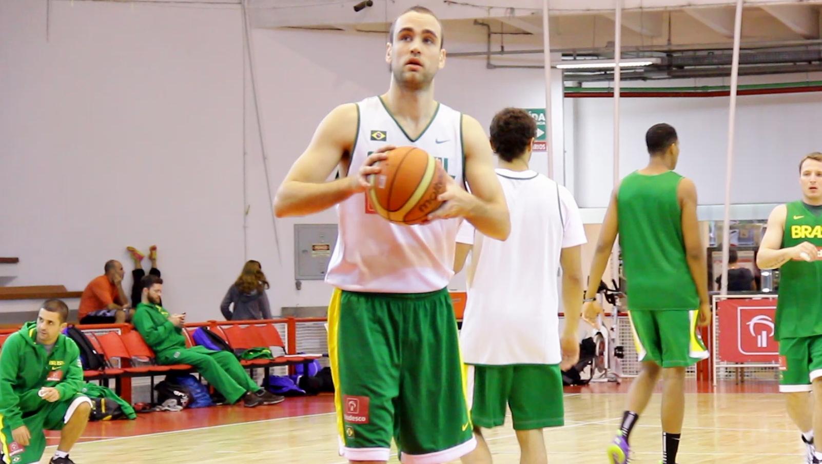 Depois de se destacar na Liga Ouro, Arthur foi um dos três atletas convidados para os treinos da Seleção (Divulgação)