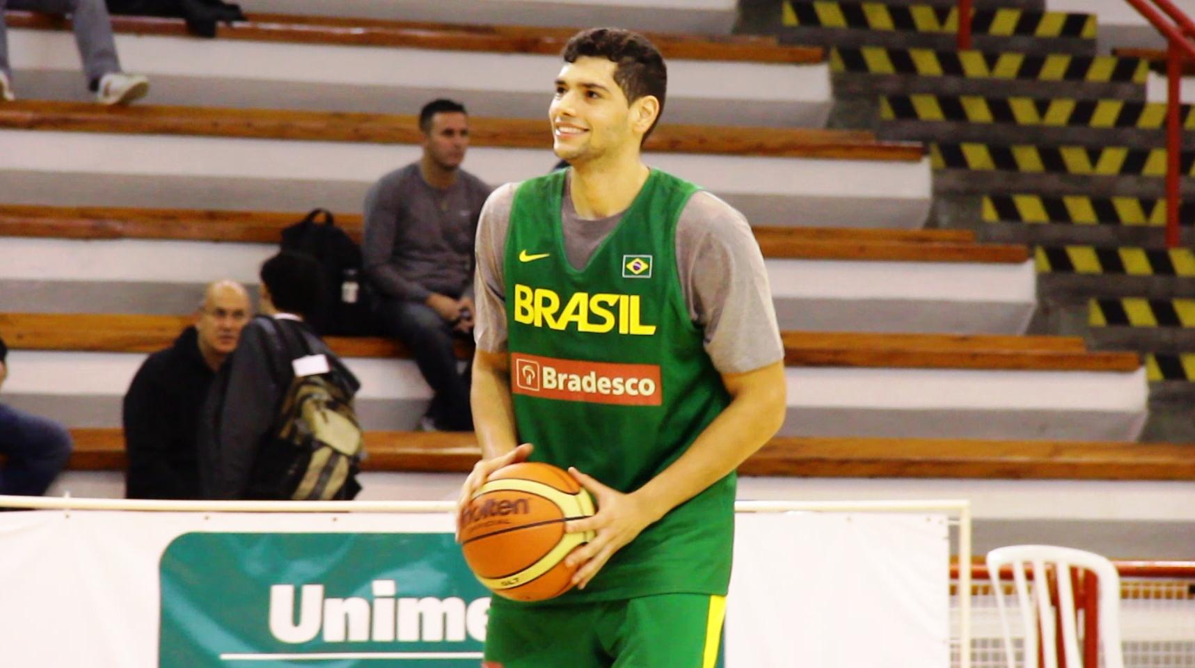 Léo terá a chance de disputar sua 2ª competição oficial pela Seleção Adulta (Divulgação)