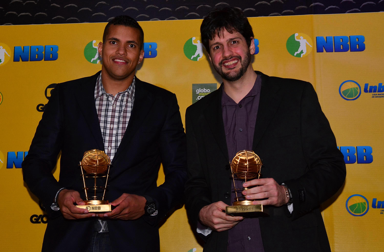 Presentes na última Copa do Mundo, Hettsheimeir e Giovannoni formam o garrafão do Time dos Sonhos do NBB 7 (João Pires/LNB)