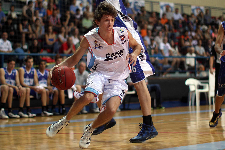 Agora de volta, Neto defendeu a LSB na temporada 2012/2013 e se tornou ídolo da cidade (Gaspar Nóbrega/Inovafoto)