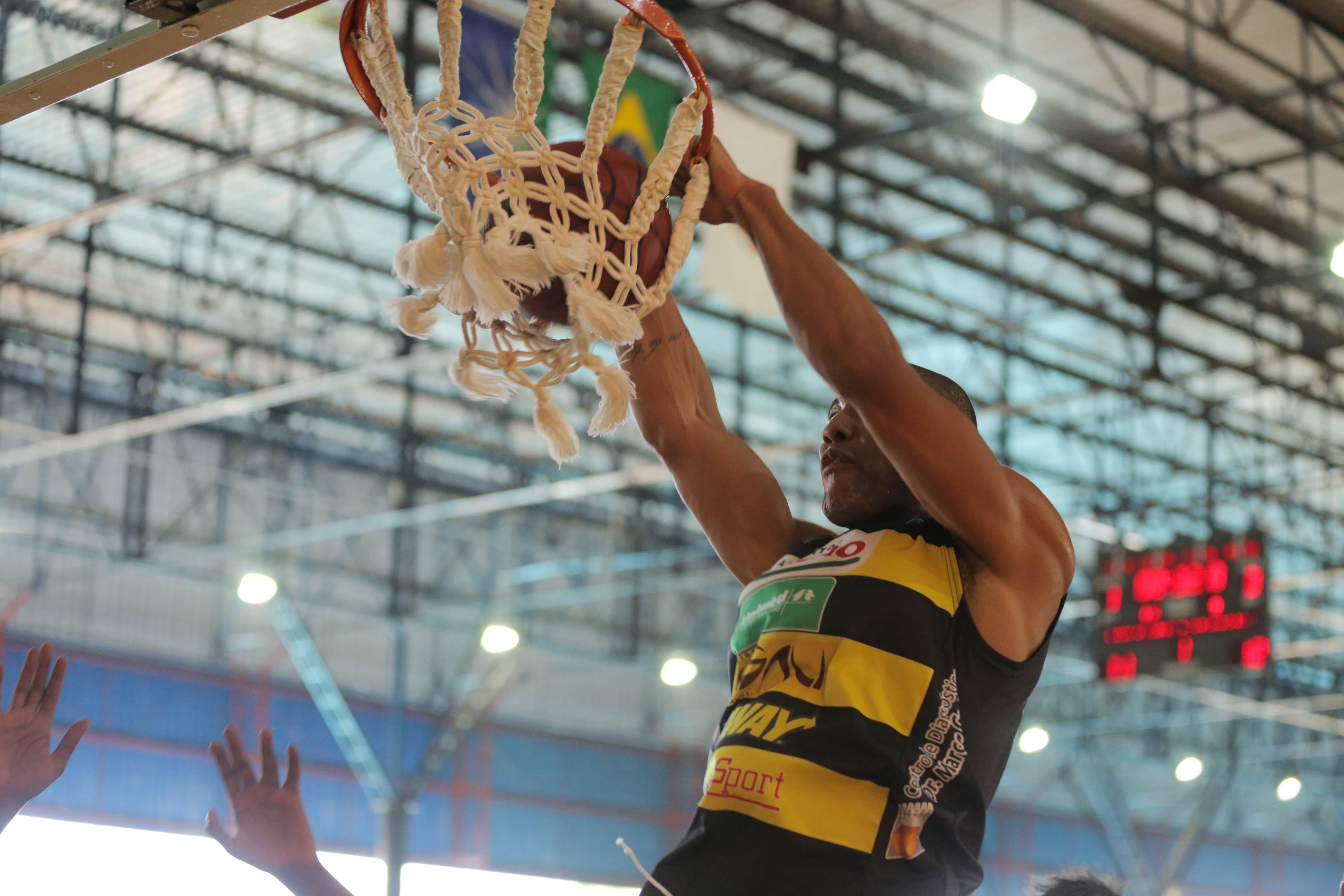 Com segundo tempo arrasador, Wesley teve atuação decisiva a favor do Campo Mourão (João Neto/LNB)
