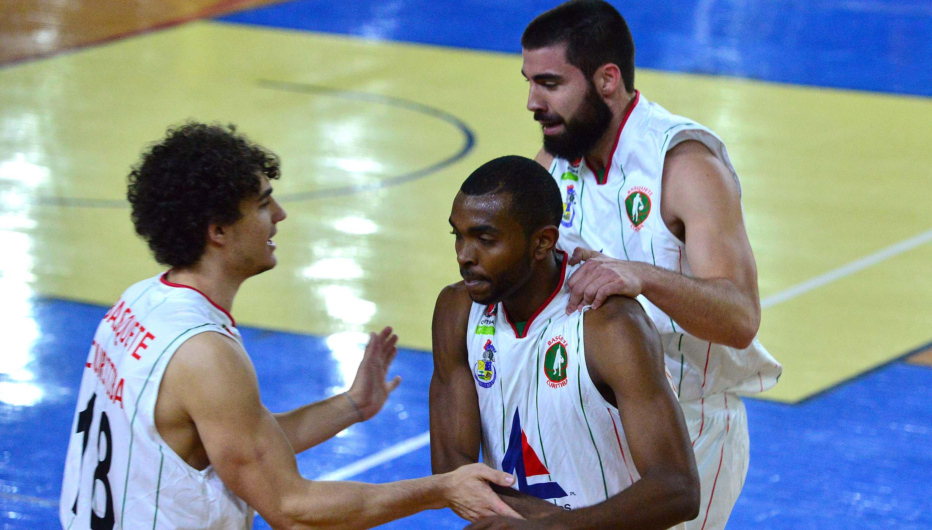 Basquete Curitiba venceu o último quarto por 35 a 21 e virou pra cima do então invicto Pequeninos Rhema (João Pires/LNB)