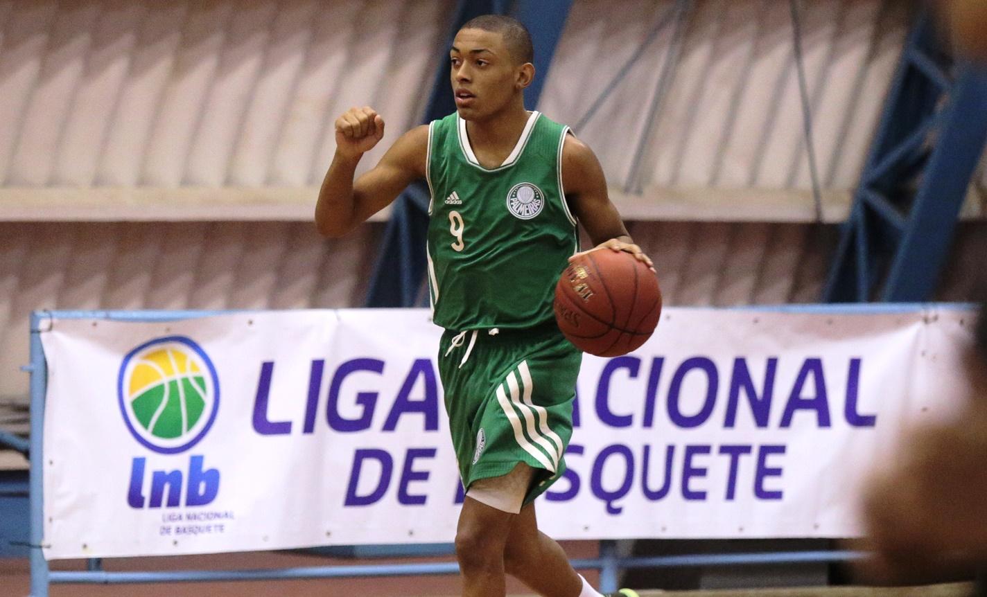 Com apenas 16 anos e dono de muita ousadia e talento, Yago foi o grande destaque da vitória do Palmeiras sobre o Grêmio Náutico União (João Neto/LNB)
