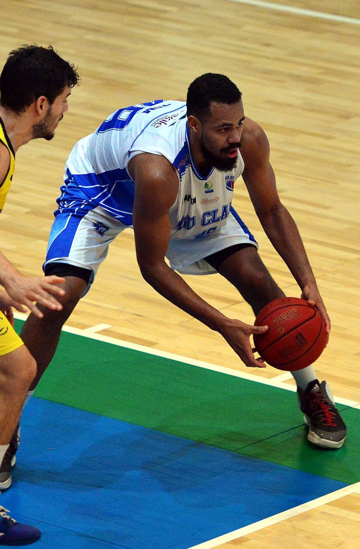 Tom foi um dos destaques da 2ª vitória do Rio Claro em 2 jogos em Bauru (João Pires/LNB)