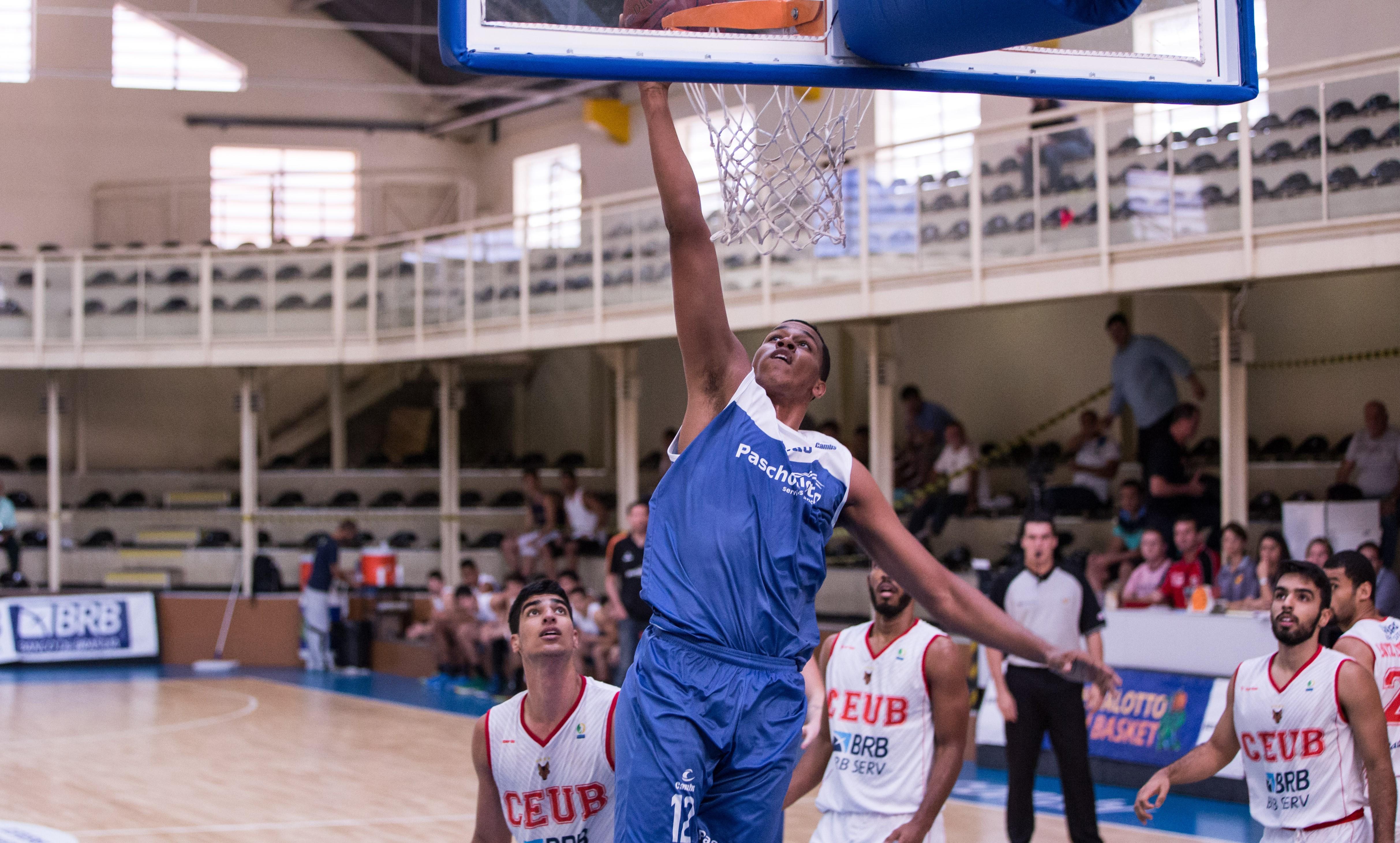 Com atuação decisiva de Wesley Sena, Bauru virou pra cima do Brasília e fechou a 2ª etapa invicto nas partidas em casa (Caio Casagrande/Bauru Basket)