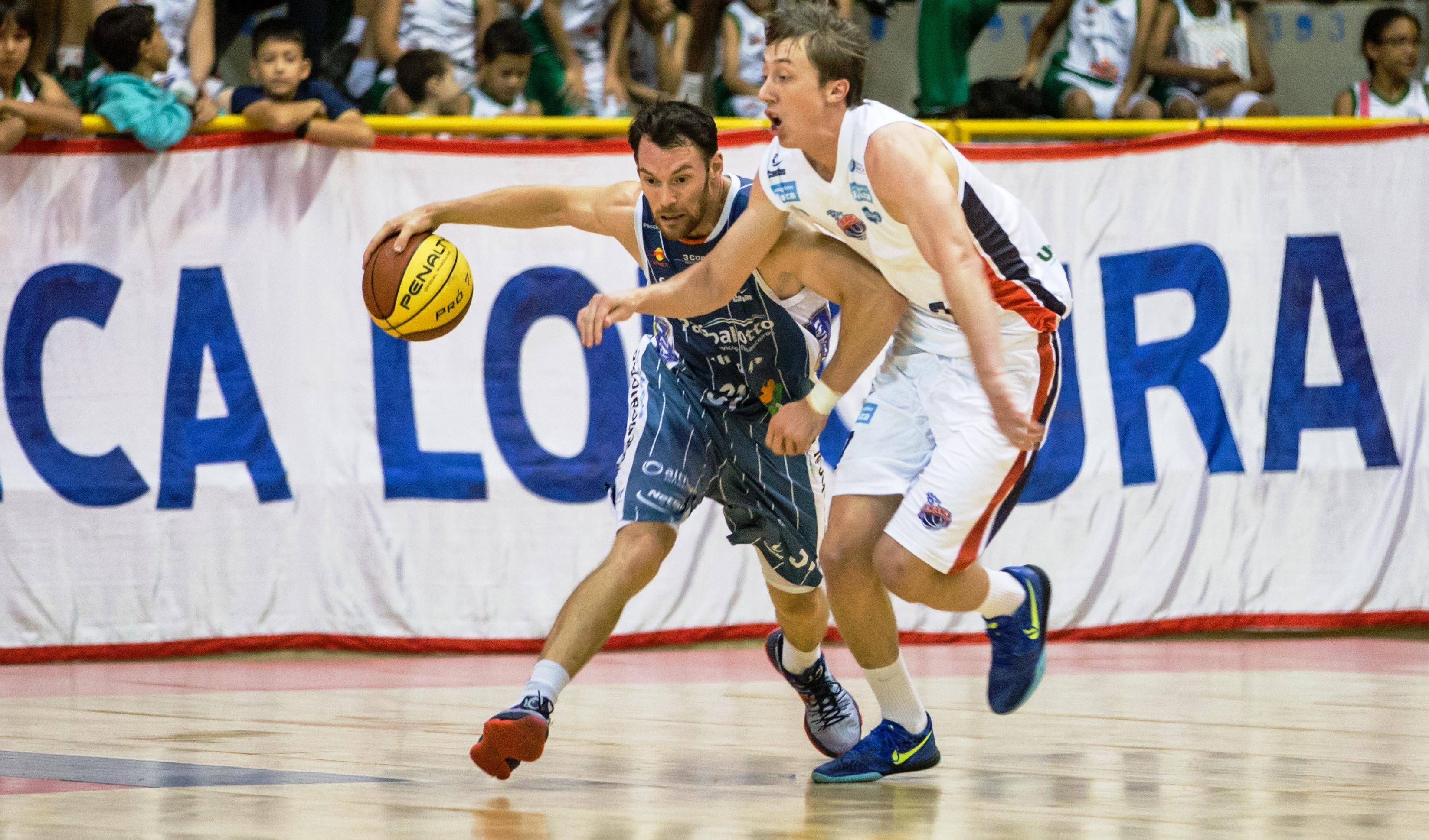 Bauru, do ala Robert Day, venceu rival Franca em partida decidida apenas na prorrogação (Caio Casagrande/Bauru Basket)