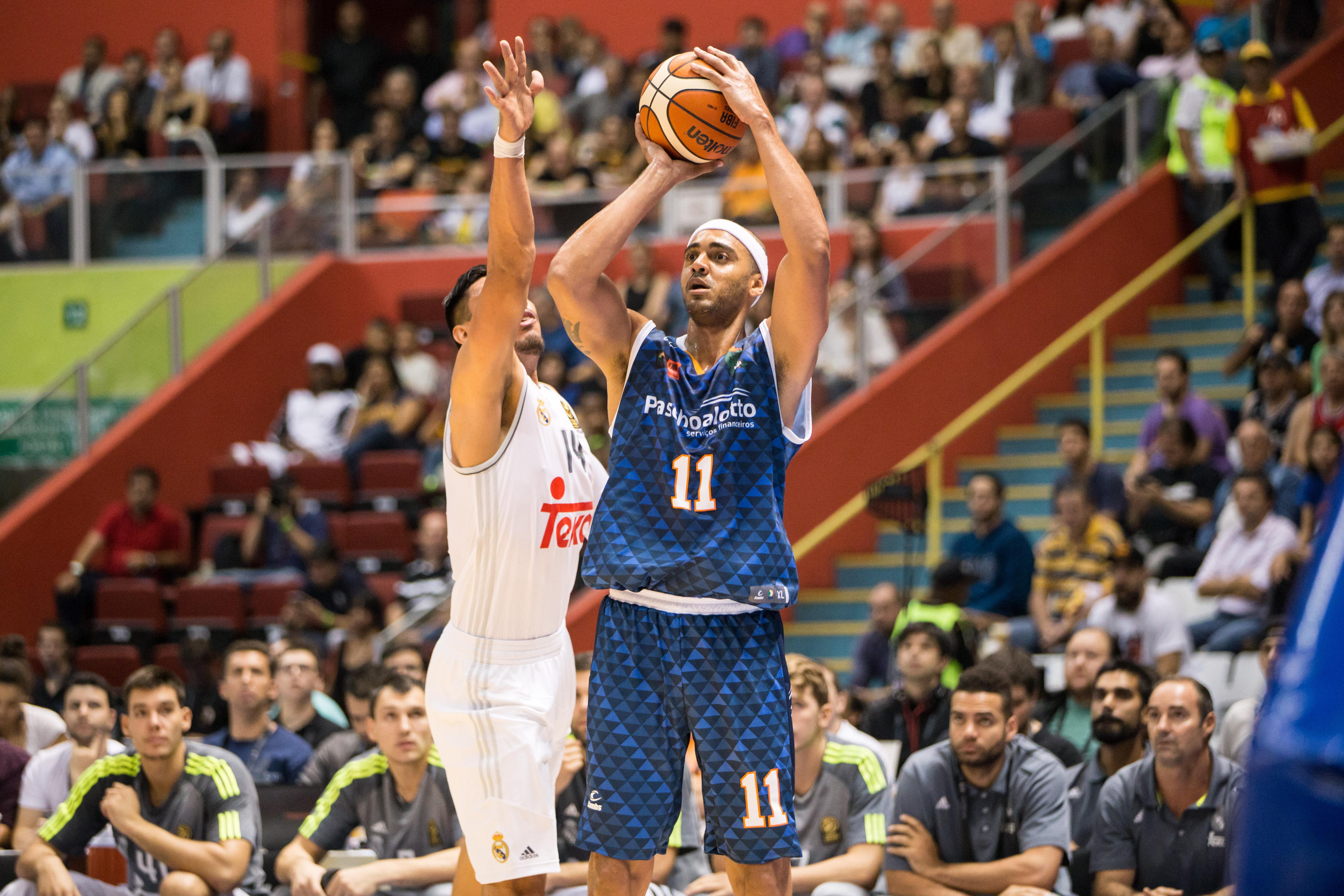 Ibirapuera recebeu bom público e viveu uma noite memorável com a vitória do Bauru, de Jefferson William (Caio Casagrande/Bauru Basket)