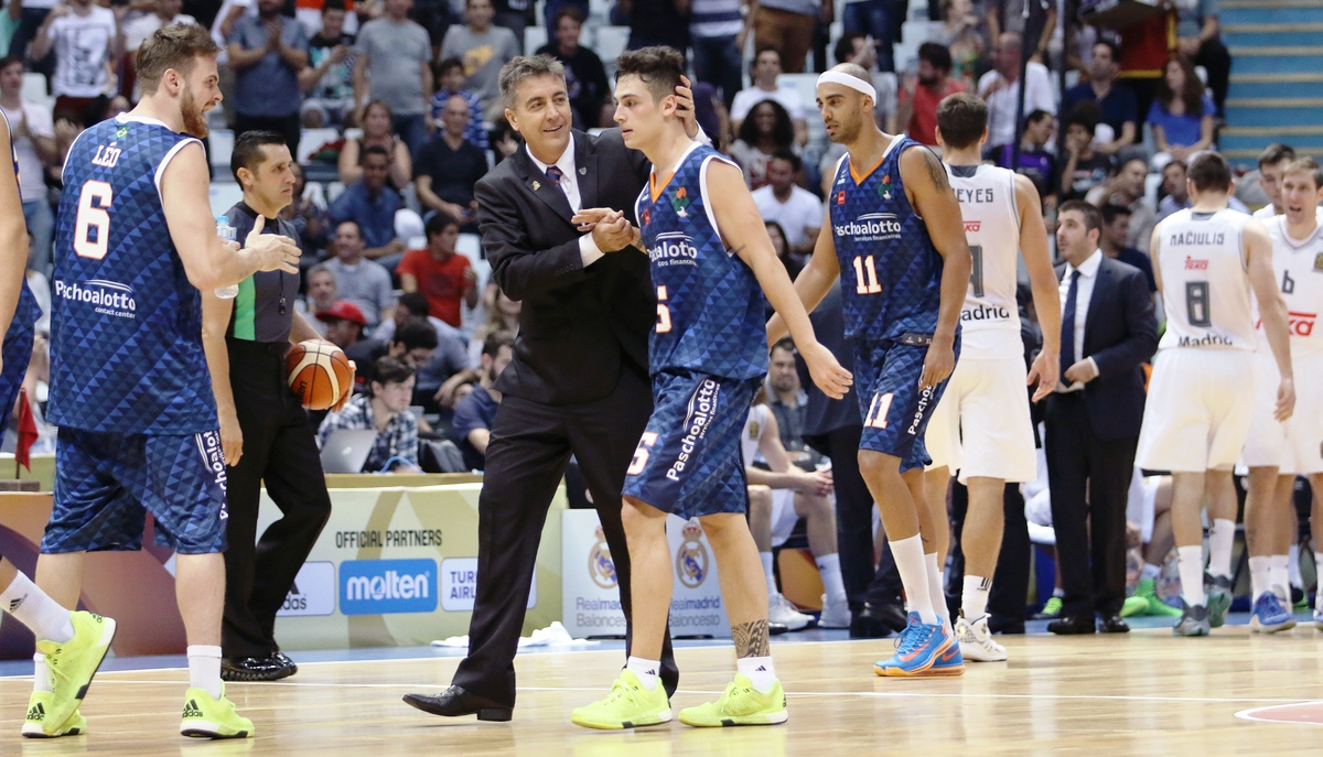Bandeja de Fischer a quatro segundos do fim cravou a vitória bauruense nesta sexta (Gaspar Nóbegra/FIBA Américas)