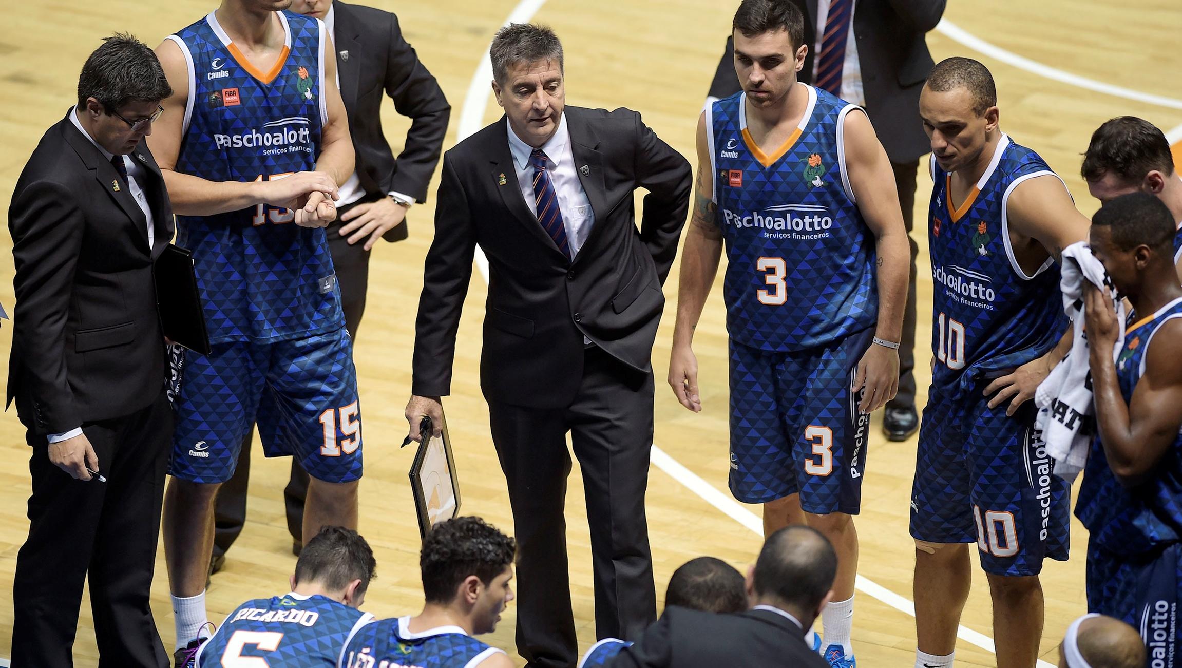 Equipe do técnico Guerrinha teve que tirar desvantagem de 17 pontos para vencer Jogo 1 (Gaspar Nóbrega/FIBA Américas)
